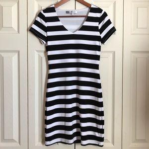 Jennifer Lopez Lined Black & White T-Shirt Dress
